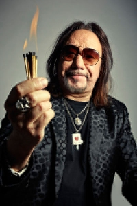 ace-frehley-2-billboard-april-11-2014-4001