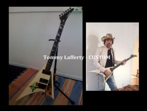 voodoox-guitar-stand - Copy - Copy