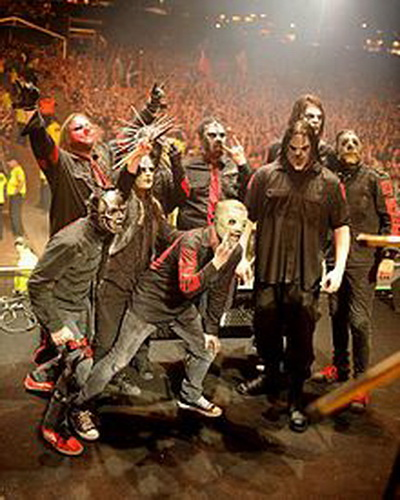 220px-Slipknot_Live_In_London_at_Live_Download_2009